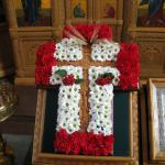 Вот так прихожане храма украсили крест в день Происхождения Честных Древ Животворящего Креста Господня